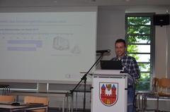 Der wissenschaftliche Mitarbeiter Tyll Diebold von der TUHH präsentiert das Betriebskonzept für das neue Zusatzangebot in Lauenburg/Elbe